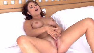 Watch Bellina masturbating