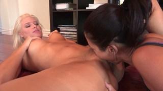 Lesbian pussy worship