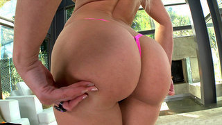 Anikka Albrite gets her perfect ass worshipped