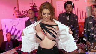 Redhead bitch Lilith Lust reveal her big tits