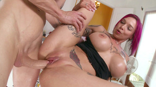 Chris fucked Anna Bell Peaks making her squirt
