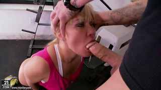 Blonde hottie Austin Taylor gets pounded well