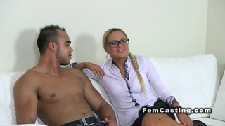Female agent wanks cock in casting
