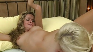 Luscious hottie Prinzzess sucking wet juicy pussy