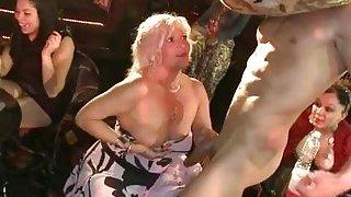Cute chicks are having fun sucking dudes wang